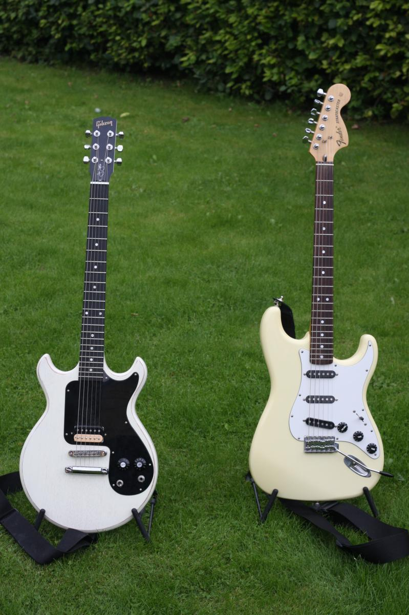 Fender (L) Gibson.JPG