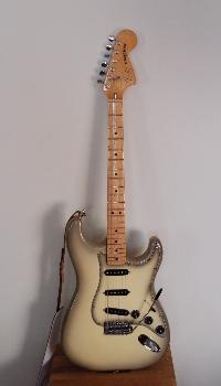 Fender Stratocaster Antigua, liten.jpg
